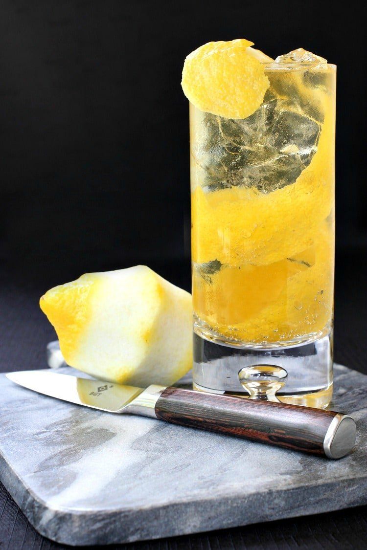 Horse's Neck Cocktail with lemon