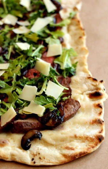 Grilled Sliced steak pizza whole