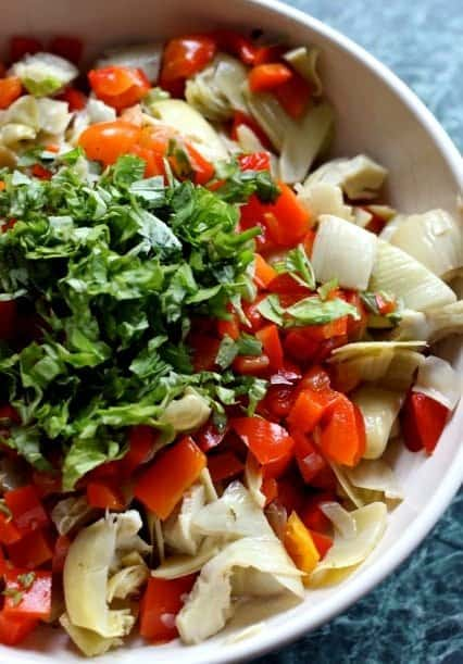 artichoke and tomato salad mixture