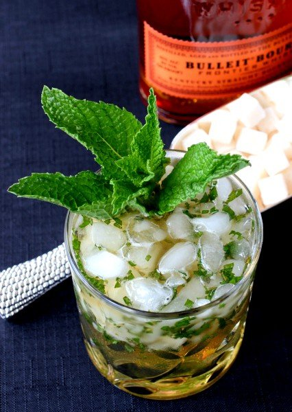 Mint Julep Cocktail with ice