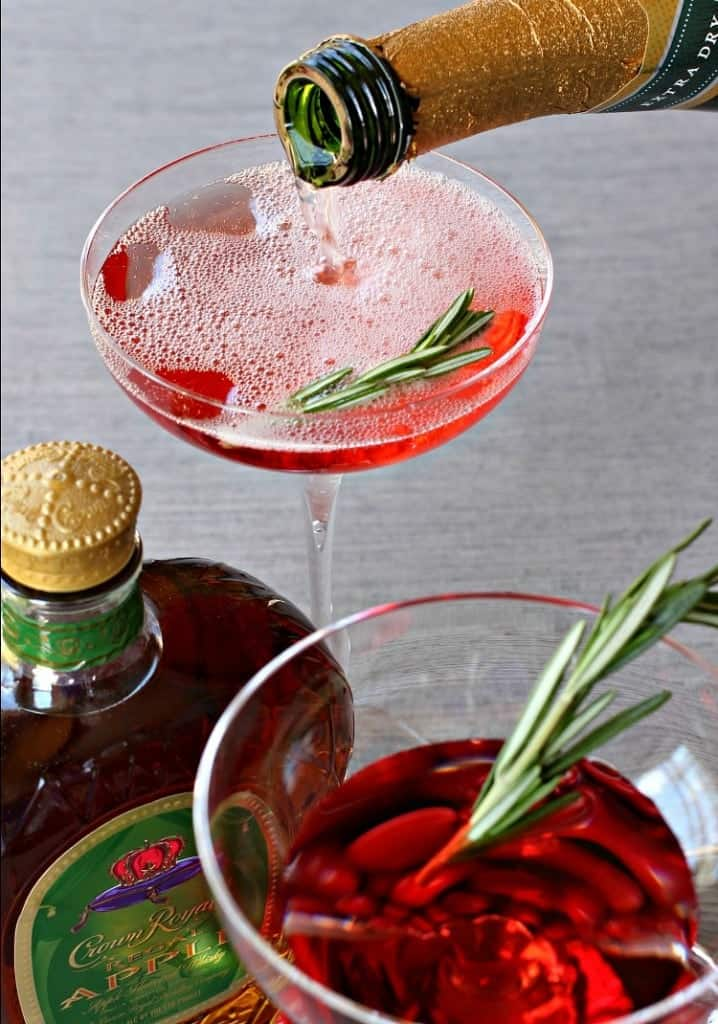 cranberry-whisky-sparkler-pour