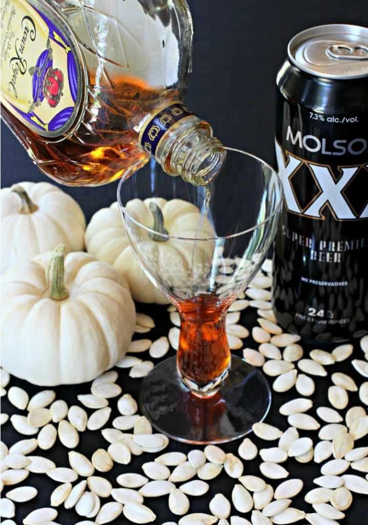 pumpkin-beer-pour-top