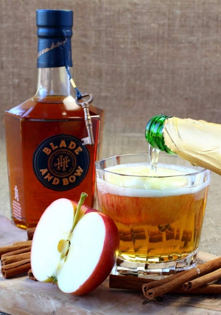 big-apple-bourbon-pour