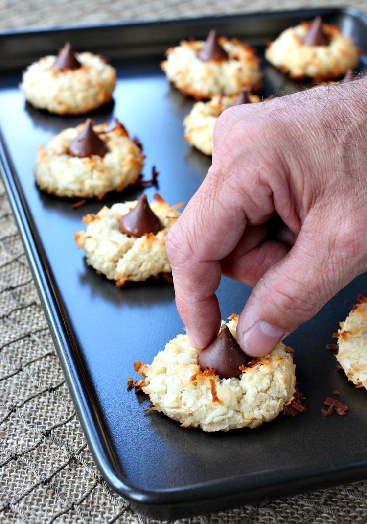 coconut-rum-cookies-kiss