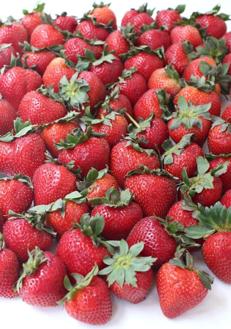spiked-strawberry-lemondae-shots-berries
