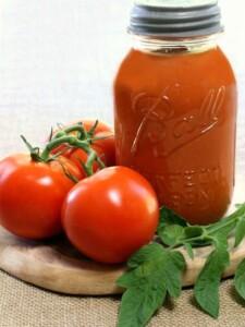 homemade marinara sauce with fresh tomatoes