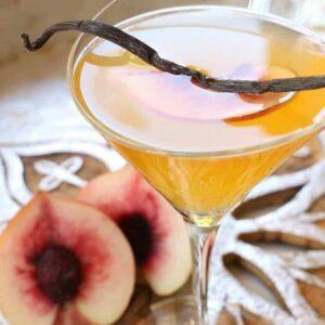 Vanilla Peach Cosmopolitan Cocktail | A Delicious Fall Cocktail Recipe