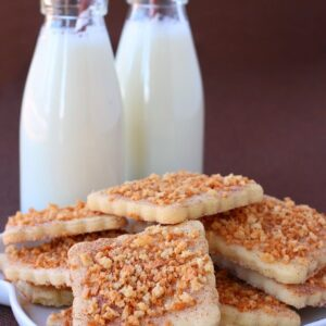 These Cinnamon Toast Crunch Sugar Cookies have a crunchy and sweet topping!