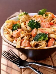 This Quick Salmon Noodle Bowl is a healthy weeknight dinner idea!