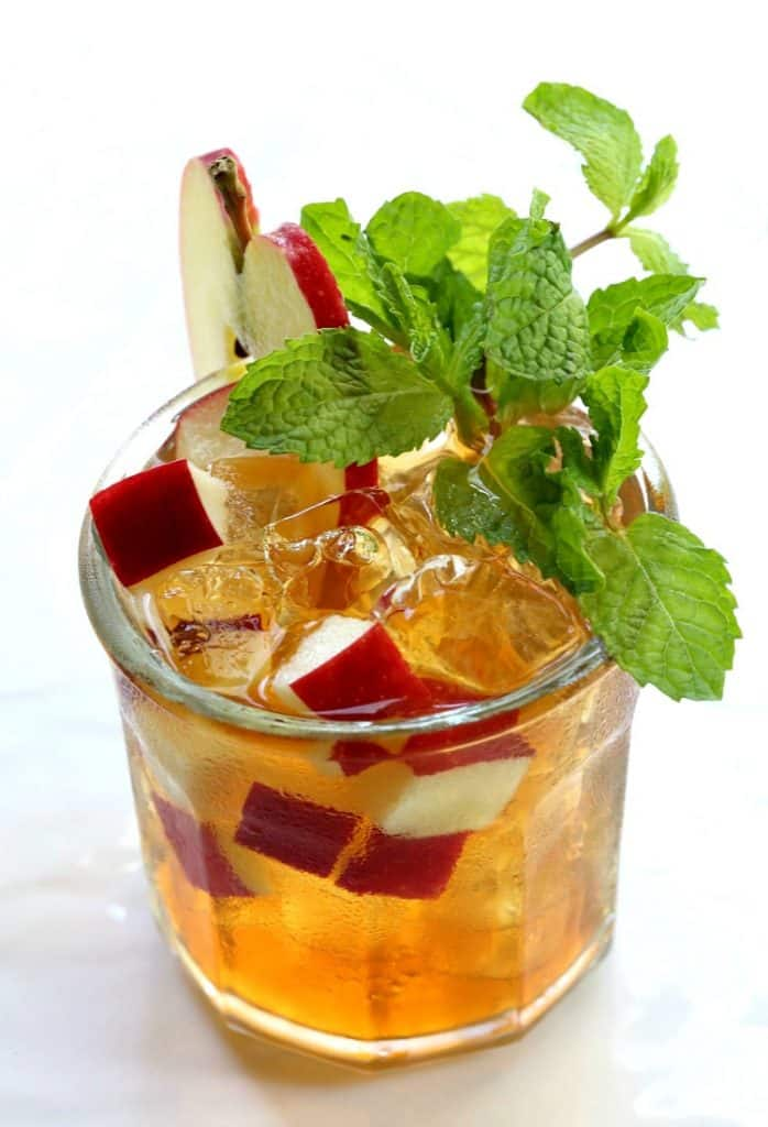 This Apple Mint Whiskey Iced Tea is so refreshing!
