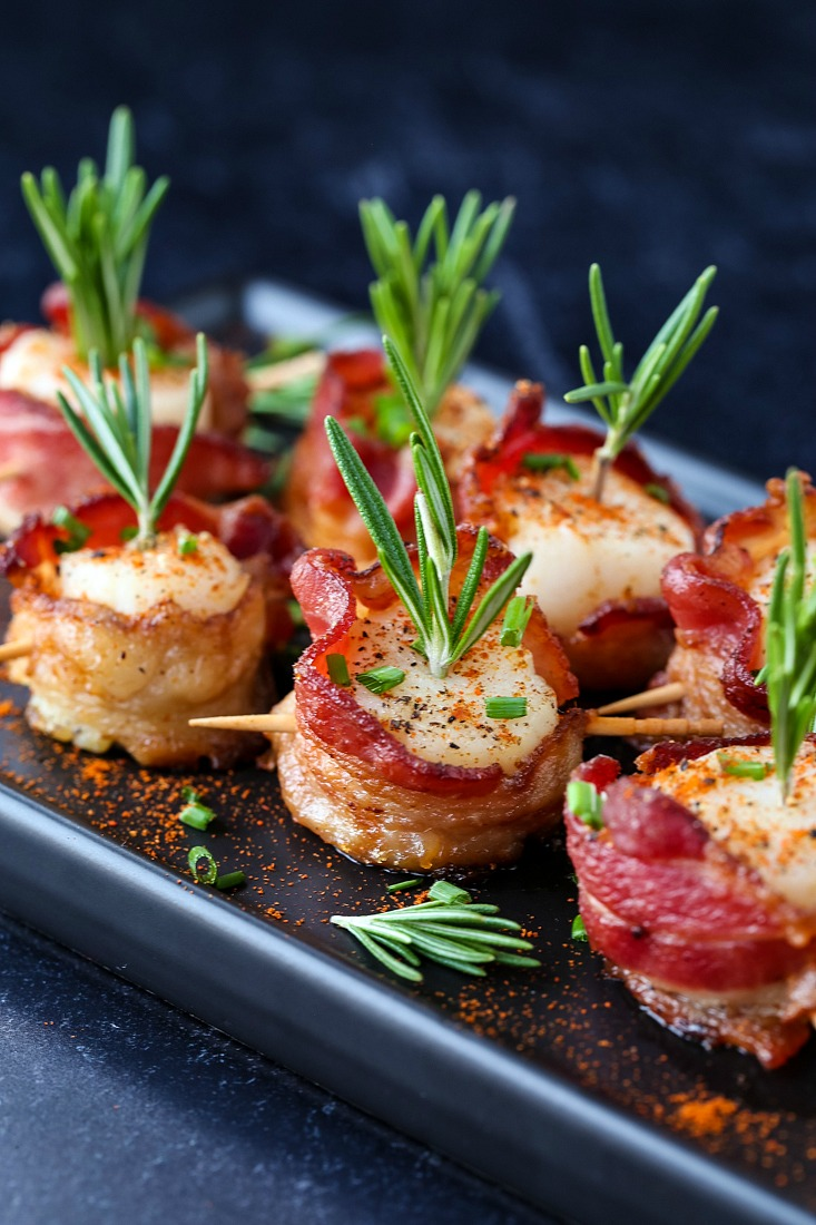 bacon wrapped scallops with fresh rosemary and paprika