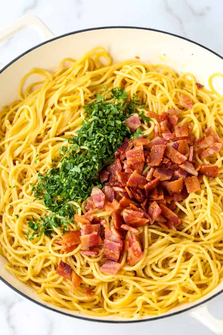 spaghetti with bacon and parsley in a pot