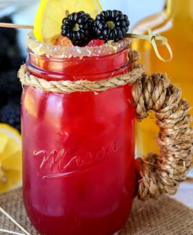 blackberry bourbon lemonade in mason jar glass