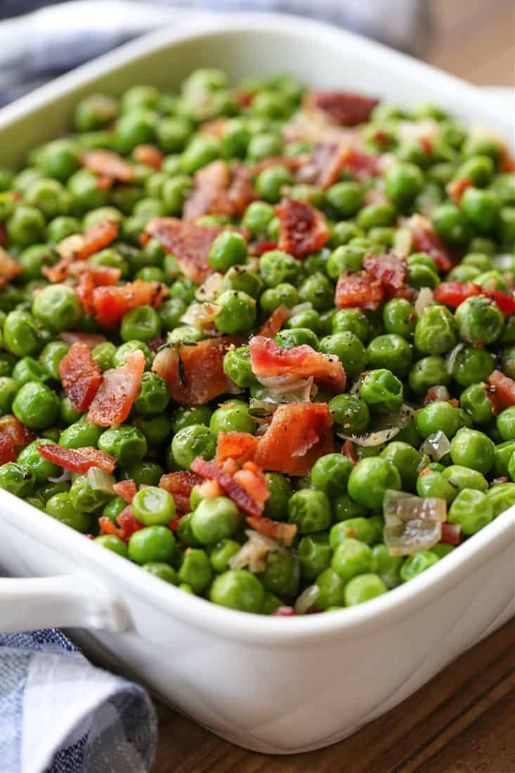 Pea recipe with bacon in a white dish
