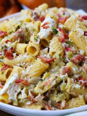 Rigatoni recipe with bacon and mozzarella cheese