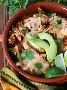 Slow cooker chicken recipe with cheese and avocados